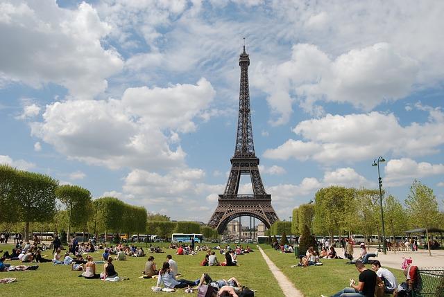 paris-1736988_640